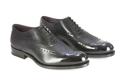 Brogued oxford shoe